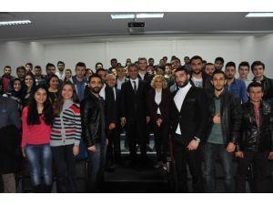 Rektör Özer İktisadi Ve İdari Bilimler Fakültesi Öğrencileriyle Bir Araya Geldi