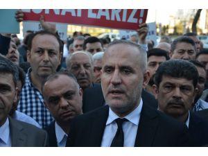 Oto galericiler Ankara Büyükşehir Belediyesi önünde eylem yaptı