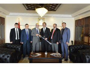GMİS Genel Başkanı Ahmet Demirci, Rektör Özer'i Ziyaret Etti