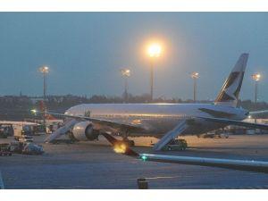 Cathay Pacıfıc Uçağı İstanbul'a Acil İniş Yaptı
