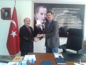 Başkan Demir, Öğrencilere 'İnteraktif Eğitim Hizmeti' Seti Hediye Etti