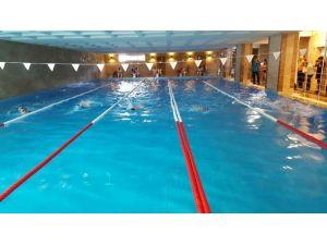 Şampiyon Yüzücüler Kupalarına Kavuştu
