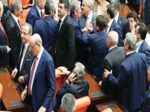 Meclis'te Baykal'a Etten Duvar Ördüler