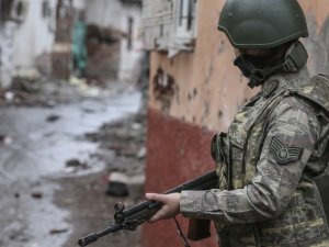 PKK duman oldu, binayı başlarına yıktılar: 20 ölü