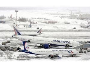 Rusya şirketi Azerbaycan'a uçuşları hava şartları sebebiyle iptal etti