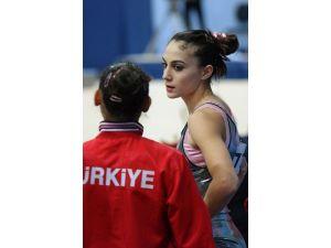 Efsane Cimnastikçi Geri Döndü