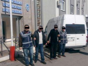 Sahte Kimlikle Kredi Çekmeye Çalışan İki Kişi Yakalandı