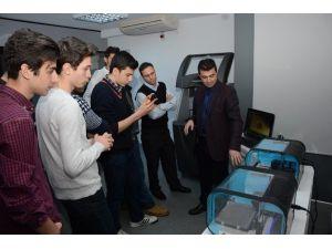 İstanbul'dan Gelen Öğrenciler 3d Merkezini Ziyaret Etti