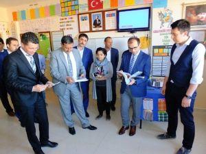 Harran Belediyesi Okullara Kitap Ve Ağaç Dağıttı