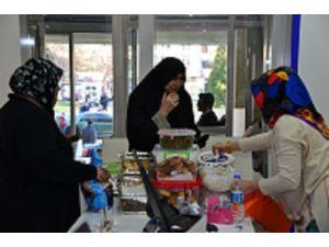 Kendi Yaptıkları Yiyecekleri Mehmetçiklere Gönderdiler
