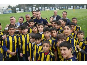 Sur'dan gelen çocuklar Fenerbahçe antrenmanında