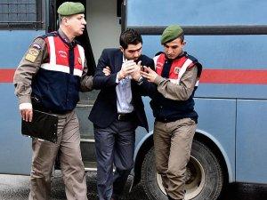 'Aylan Kurdi' davasının 2 sanığının adliyeye getirilişi sırasında vatandaşlar tepki gösterdi
