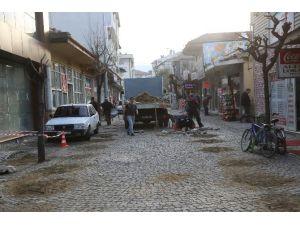Sapanca'da Çarşı İçi Düzenlemeler Devam Ediyor