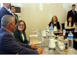 Fatma Şahin Kadın Çiftçilerle Yemekte Buluştu