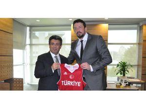 Hidayet Türkoğlu'na, Karadeniz'den ziyaret