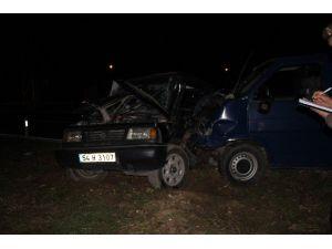 Panelvan Minibüs İle Cip Çarpıştı: 4 Yaralı
