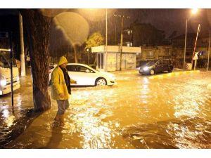Manisa Sağanak Yağmura Teslim