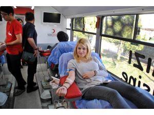 ADÜ Kızılay Topluluğu Kan Bağışı Kampanyası Düzenledi
