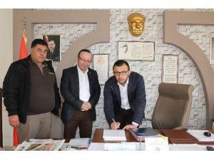 Umurbey Belediyesi'nde Taşeron İşçi Uygulaması Sona Erdi