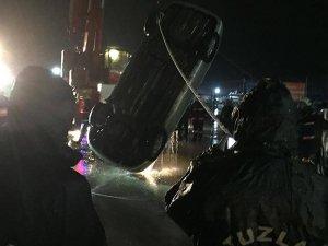 Tuzla'da bir araç denize düştü