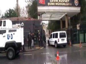 İstanbul'da Çevik Kuvvet Merkezine Silahlı ve Bombalı Saldırı!