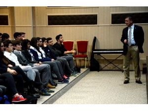 Atılım Üniversitesi Gençleri Aydınlatmaya Devam Ediyor
