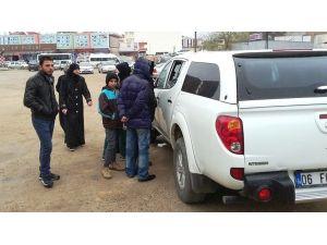 BM saha görevlileri doğrudan yardım için mülteci çalışması yapıyor