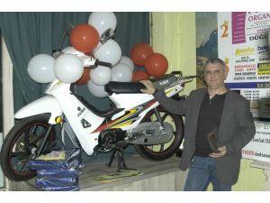 Tavla Şampiyonu Motosikletin Sahibi Oldu