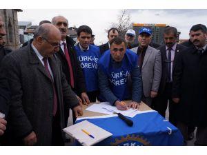 Türk-İş, kiralık işçi yasasına 'hayır' için imza kampanyası başlattı