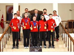 Vali Kahraman Avrupa Şampiyonasını Kazanan Sporcuları Tebrik Etti