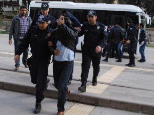 Polisin Arsasını Sahte Kimlikle Satmaya Çalışan Çete Yakalandı