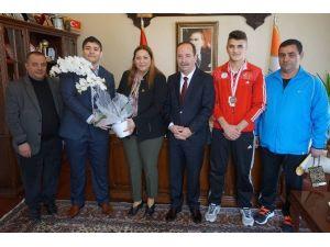 Milli Takım Sevincini Başkan Gürkan'la Paylaştı