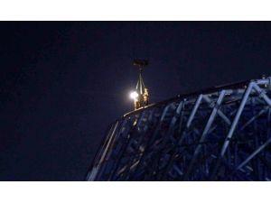 Stat İnşaatında Elektrikler Kesilince İşçiler Kule Vinçte Asılı Kaldı