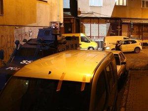 İstanbul'da 2 polis aracına ateş açıldı