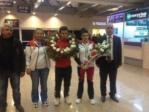 Balkan Fatihi Zegerek Çiçeklerle Karşılandı