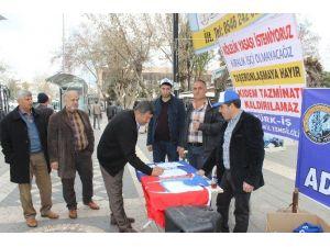 Türk-iş Adıyaman Temsilciliği İmza Standı Açtı