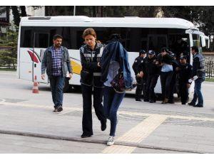 Polisin Arsasını Sahte Kimlik Ve Tapuyla Satmaya Çalışan 5 Kişiden 4'ü Tutuklandı