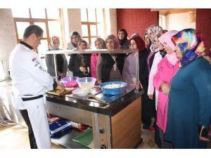 Uçhisar'da, kadınlara aşçılık ve pastacılık eğitimi