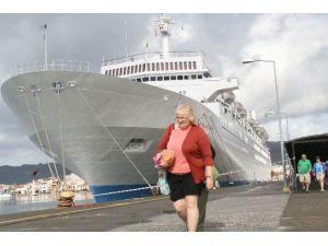 Sezonun İlk Turisti Denizden Geldi