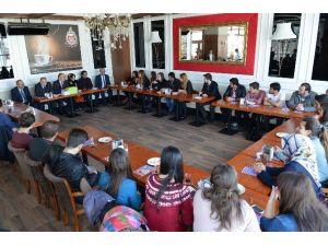 Başkan Gürlesin PAÜ'lü Öğrencilerle Buluştu