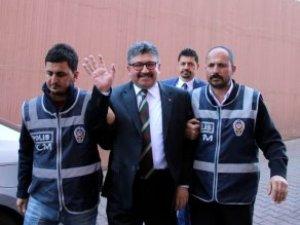 Gözaltına Alınan Boydak Holdingin Patronu Güle Oynaya Polisle Gitti