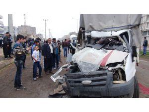 Hayvan yüklü araç kaza yaptı: 3 yaralı
