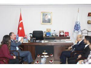 Emekli Büyükelçi Numan Hazer, Başkan Işık'ı Ziyaret Etti