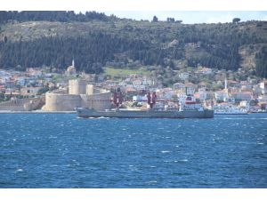 Rusya askeri gemisi 'Dvinitsa-50' Çanakkale Boğazı'ndan geçti