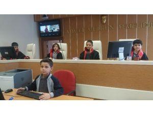 Öğrenciler Sivas Adliyesi'ni Ziyaret Ettiler