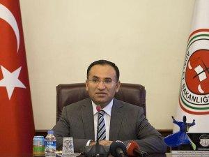 Adalet Bakanı Bozdağ: Anayasa Mahkemesi, Anayasayı aşa aşa kararlar veriyor