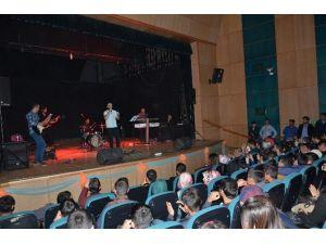 Tatvan Belediyesinden Sınava Hazırlanan Öğrencilere Konser Jesti