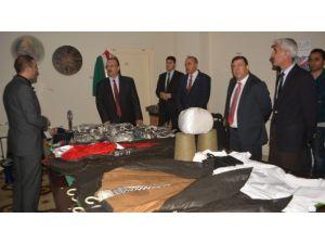 Hakkari'de 35 Okula Spor Malzemesi Yardımı Yapıldı