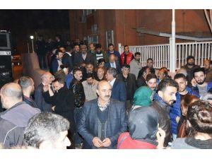 'Canlı Kalkan' Eylemi Ve 'Terör Örgütü Üyeliği' Suçlarından Yargılanan 17 Kişiye Tahliye