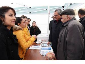Ardahan'da Yeşilay Standı Açıldı
